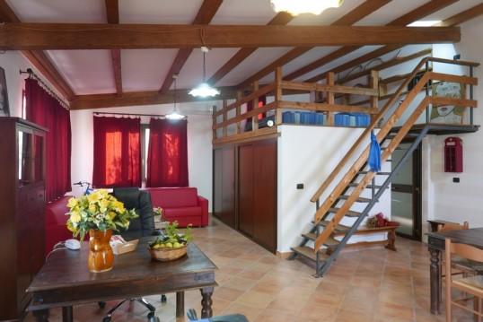 Agriturismo in Calabria_Santacinnara_appartamento con cucina e soggiorno