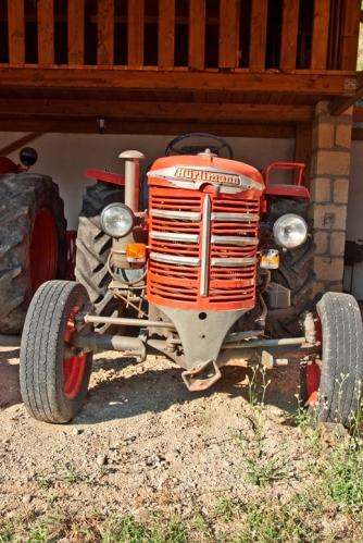 Agriturismo in Calabria_Santacinnara_tractor Hurlmann